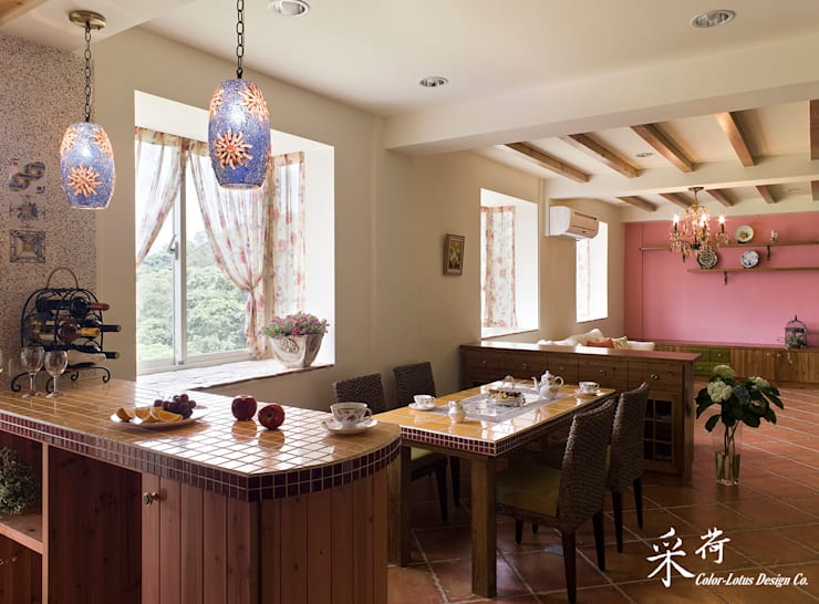 Dining room by 采荷設計(Color-Lotus Design)