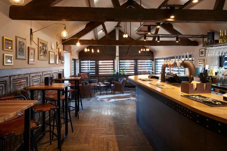 Bares y Clubs de estilo  por Barc Architects, Rústico Madera Acabado en madera