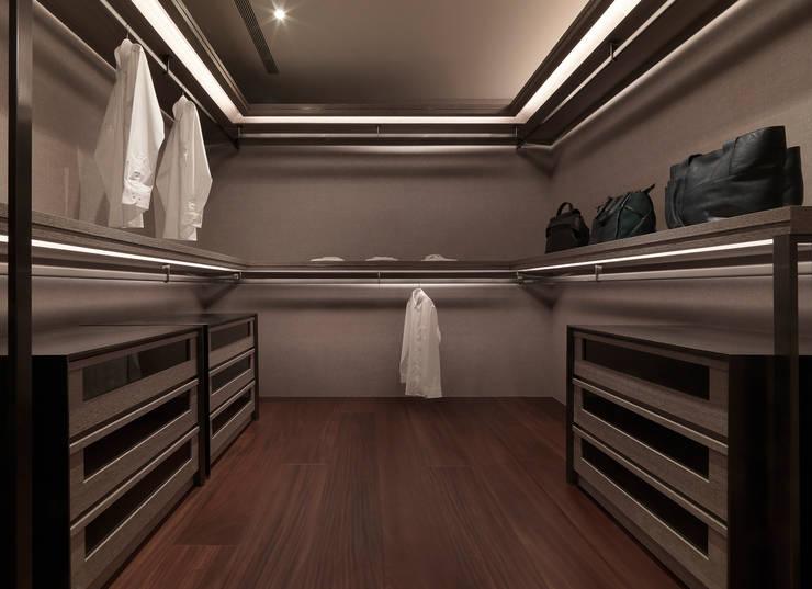 生命的光 Light of Life:  更衣室 by 禾築國際設計Herzu  Interior Design