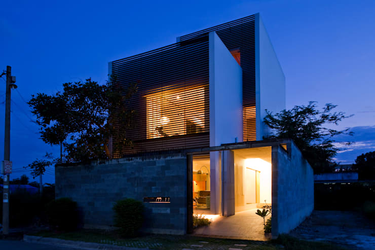 M11 House:  Nhà by a21studĩo