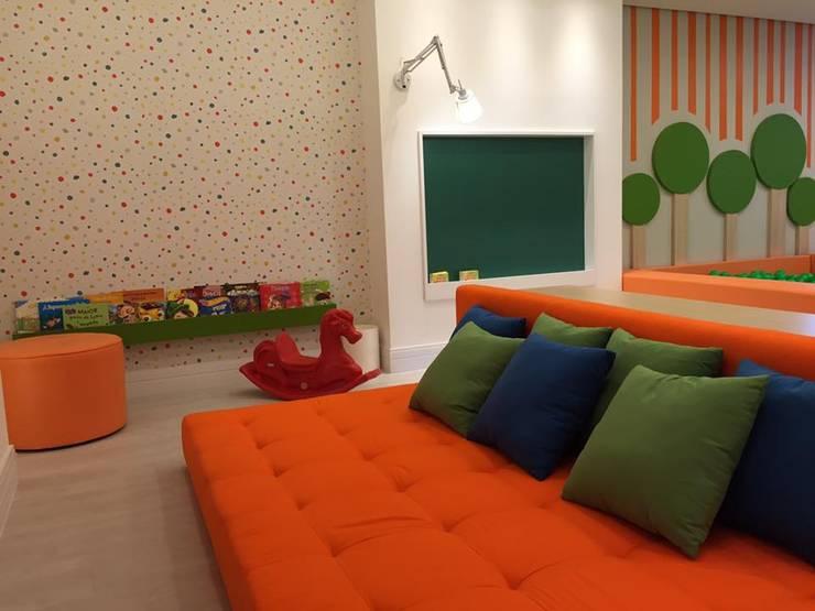 Brinquedoteca - Edifício Premiatto: Quartos de bebê  por Chris Brasil Arquitetura e Interiores