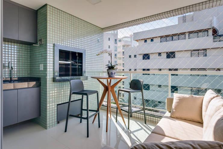 Terrazas de estilo  por Ediane Tramujas Arquitetura
