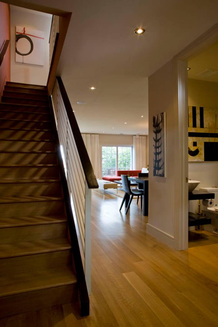 Zen Modern 2.0:  Corridor & hallway by FORMA Design Inc.