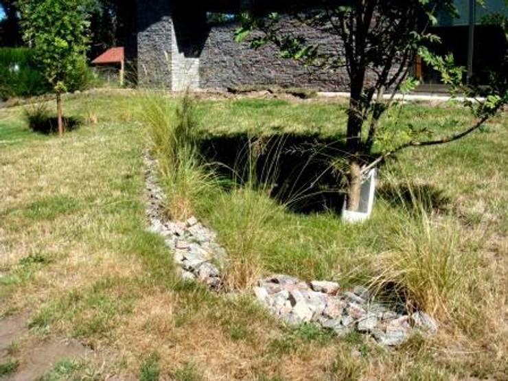 Jardín familiar en Vega chica: Jardines de estilo  por Pell Paisajismo,