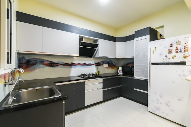 Two BHK—Whitefield:  Kitchen units by Wenzelsmith Interior Design Pvt Ltd,Classic