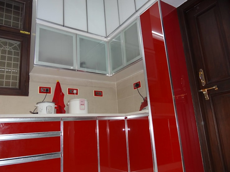 Residential House 3BHK -1600 SQFT:  Kitchen by AMIGOS INTERIORS