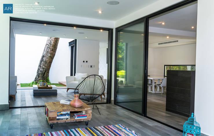 La Casa del Arbol / Playa del Carmen, Quintana Roo, México: Salas de estilo moderno por AR STUDIO