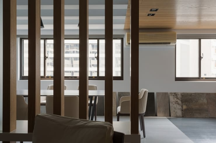 [OFFICE] Yunshi Interior Design Studio: KD Panels의  사무실,