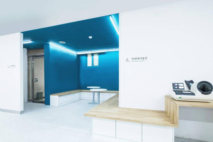 The Gray Band_삼양동주민센터: 지오아키텍처의  사무실,