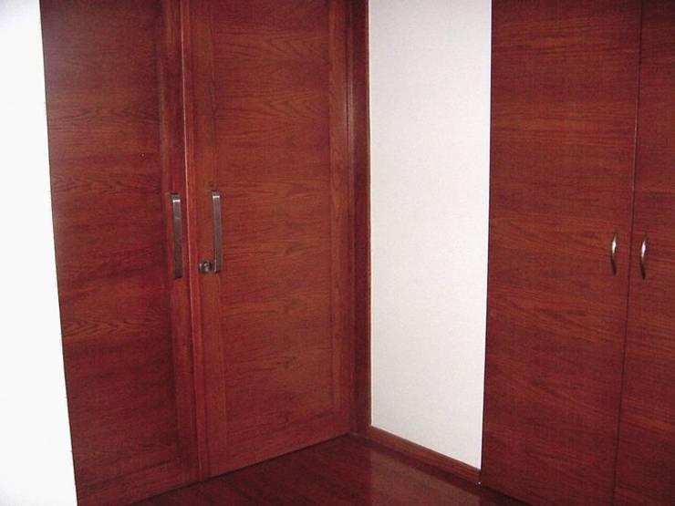 Puertas: Recámaras de estilo  por C&B Interiorismo, México