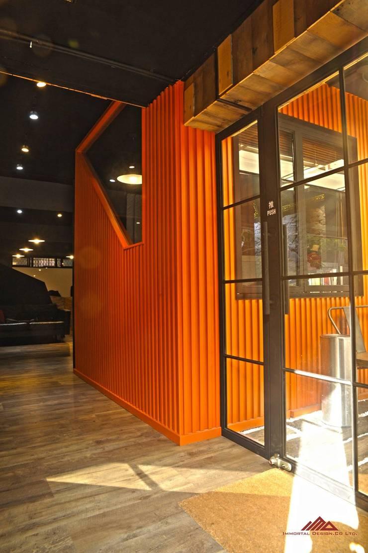 個性辦公室設計  infamous office :  辦公室&店面 by 千屹設計有限公司