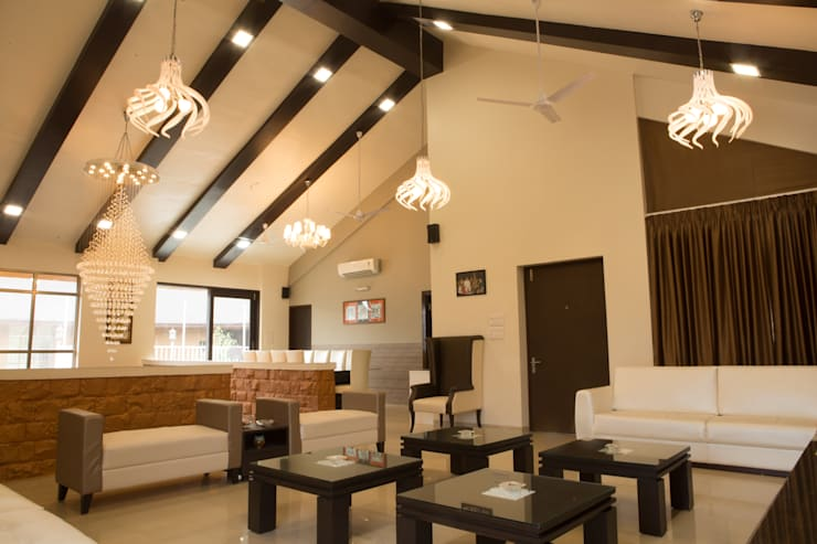 Bungalow- Lavasa:  Living room by Aesthetica