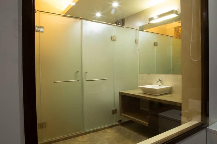 Bungalow- Lavasa:  Bathroom by Aesthetica