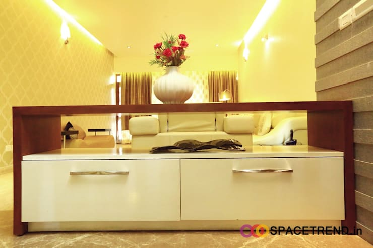 Residence at Harlur Road:  Living room by Space Trend,Modern