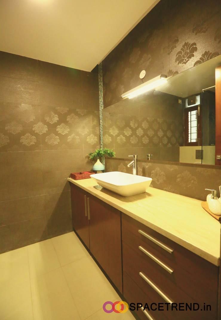 Residence at Harlur Road:  Bathroom by Space Trend,Modern