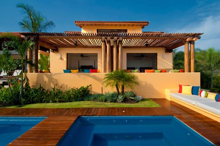 Kolam renang halaman by foto de arquitectura