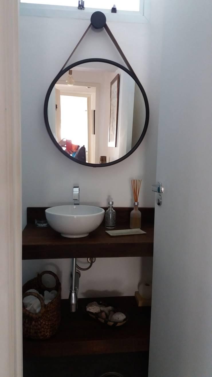 Lavabo:   por FLAVIA TONACCI ARQUITETURA,Moderno Madeira Efeito de madeira