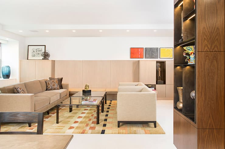 East 69th Street Apartment, NYC:  Living room by BILLINKOFF ARCHITECTURE PLLC