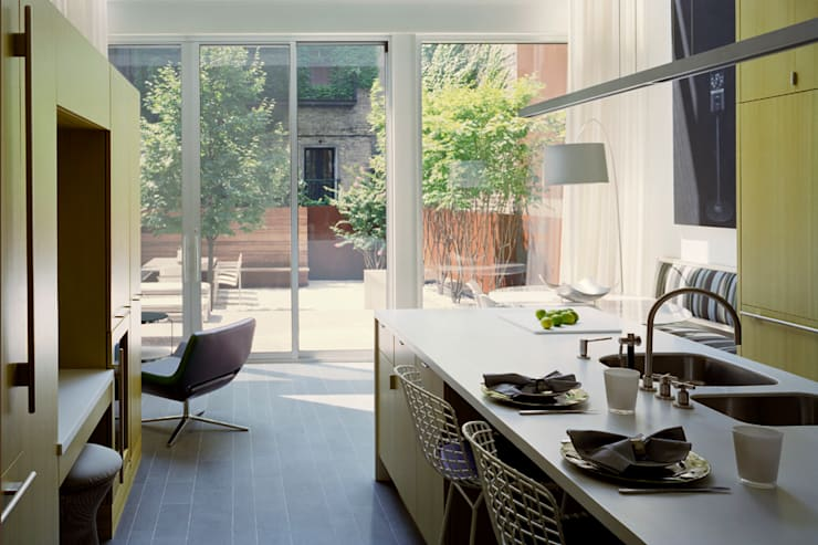 West Village Brownstone, New York, NY:  Kitchen by BILLINKOFF ARCHITECTURE PLLC