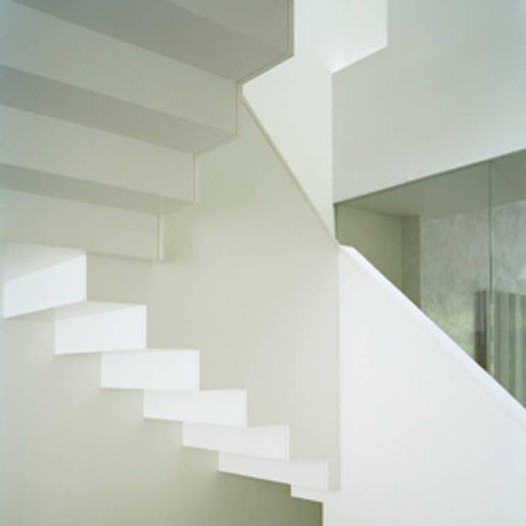 West Village Brownstone, New York, NY:  Corridor & hallway by BILLINKOFF ARCHITECTURE PLLC