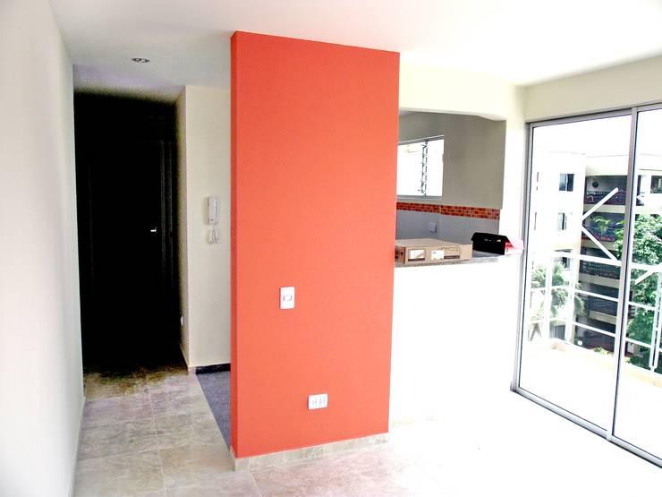 Edificio Aguadulce: Salas de estilo minimalista por ARKETIPO diseño + construccion
