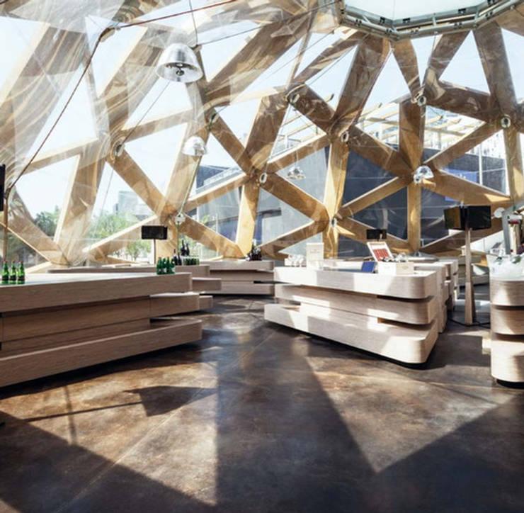 Suelos ACIS STAIN - Expo Milan de Fermox Solutions Moderno