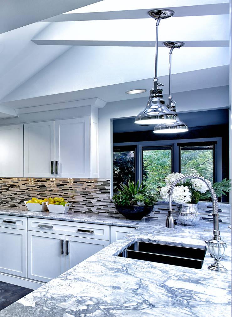 Cocinas de estilo  por Main Line Kitchen Design, Clásico