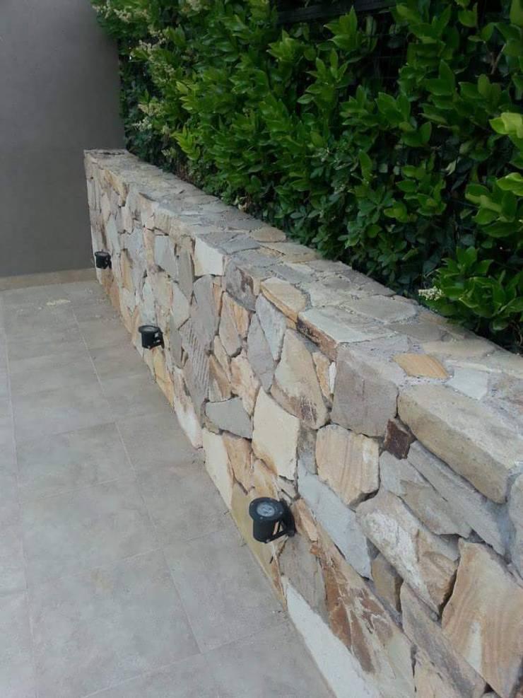 Сад камней в . Автор – Estudio Karduner Arquitectura, Классический Камень
