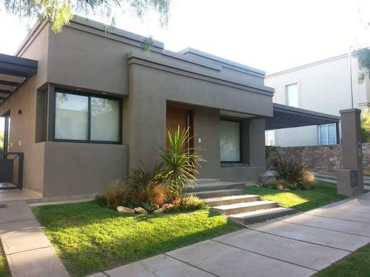 Дома на одну семью в . Автор – Estudio Karduner Arquitectura, Классический Кирпичи