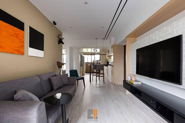 逸.居:  客廳 by 築川室內裝修設計有限公司