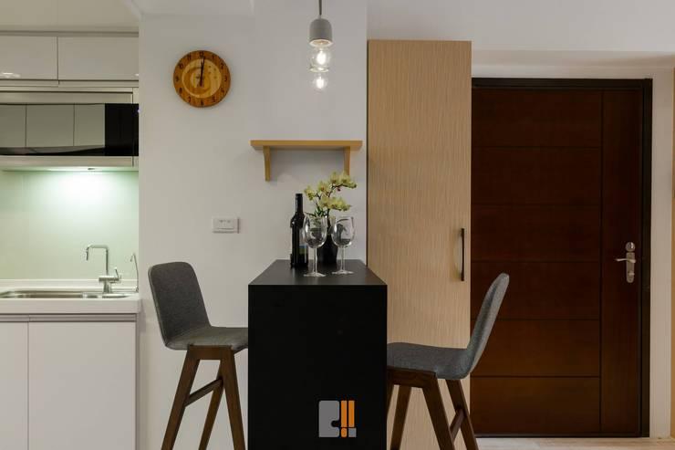 逸.居:  餐廳 by 築川室內裝修設計有限公司