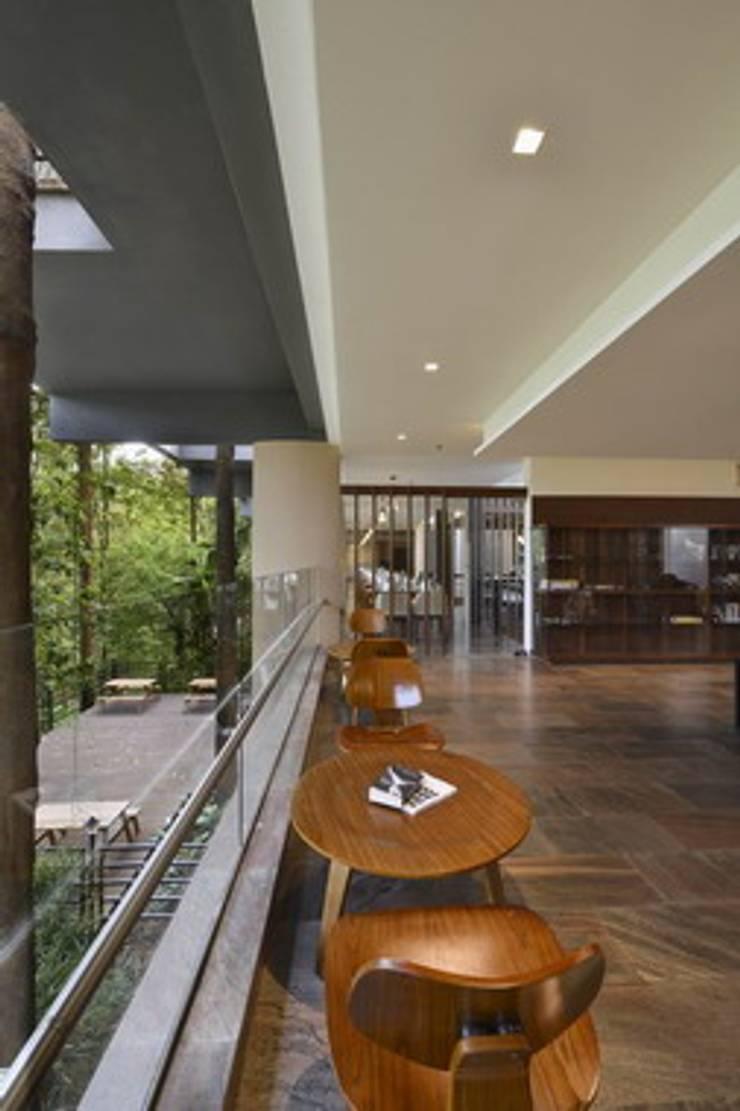 Almari- Seating:  Hotels by Studio - Architect Rajesh Patel Consultants P. Ltd