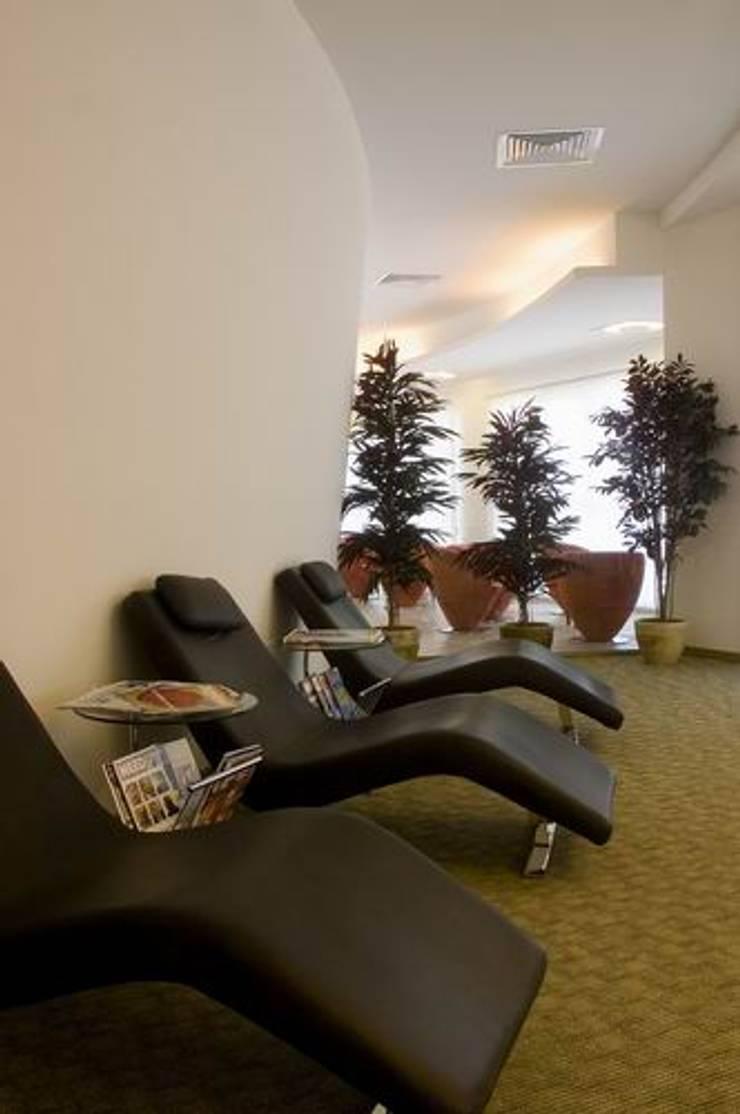 Lounge Area:  Schools by Studio - Architect Rajesh Patel Consultants P. Ltd ,Modern