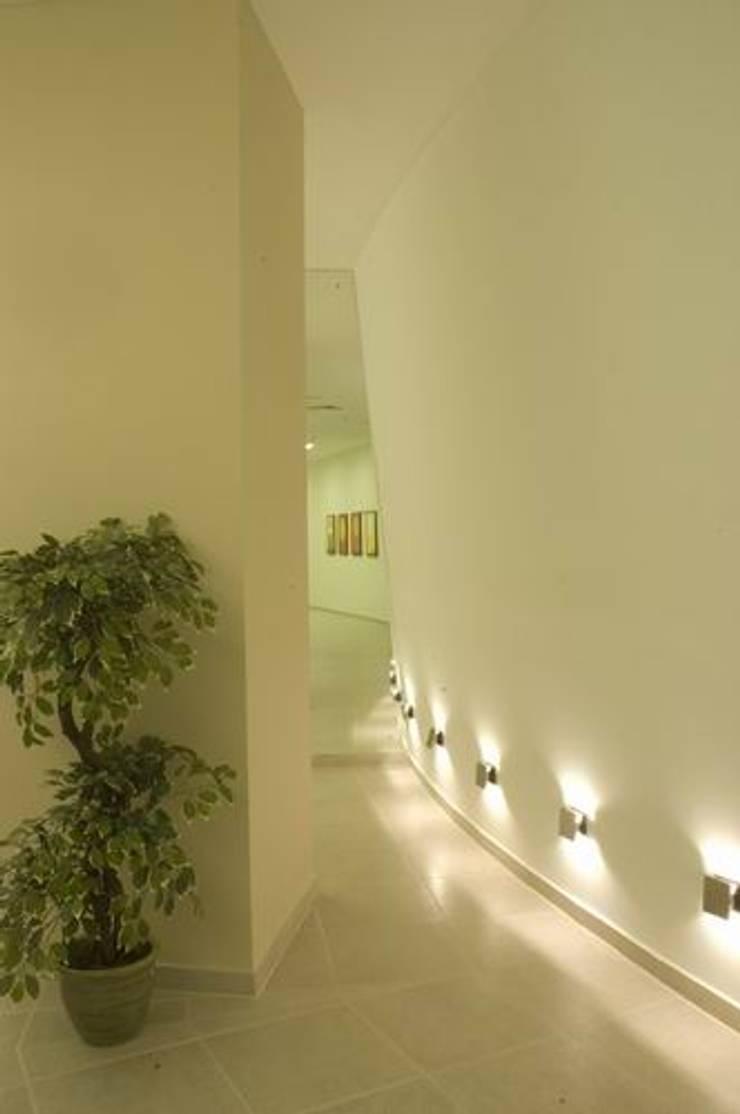 Walkway:  Schools by Studio - Architect Rajesh Patel Consultants P. Ltd ,Modern