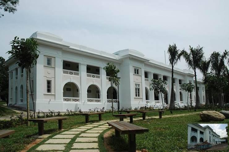 Entrance/Walkway:  Schools by Studio - Architect Rajesh Patel Consultants P. Ltd