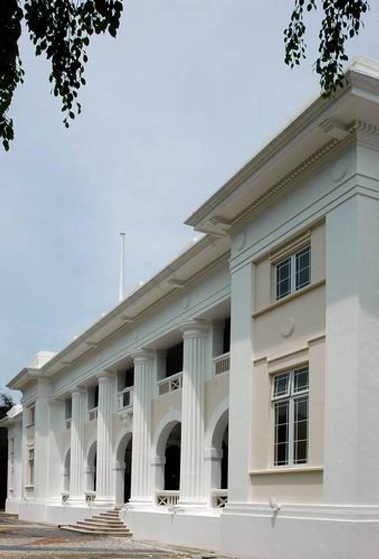 Entrance:  Schools by Studio - Architect Rajesh Patel Consultants P. Ltd