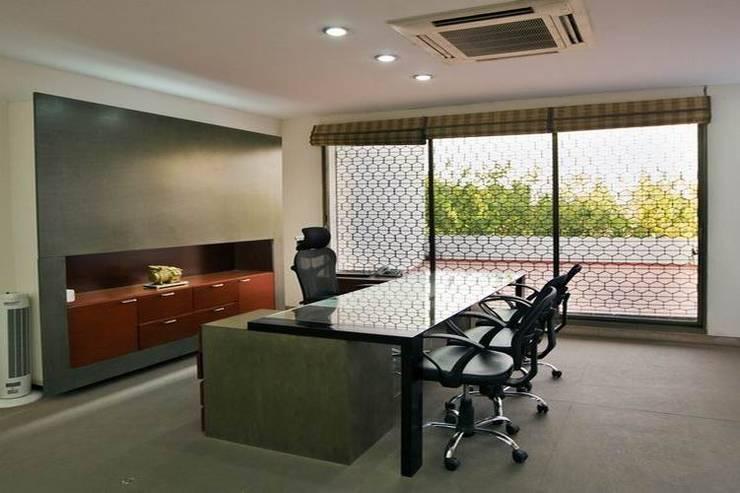 MD Cabin:  Office buildings by Studio - Architect Rajesh Patel Consultants P. Ltd ,Modern