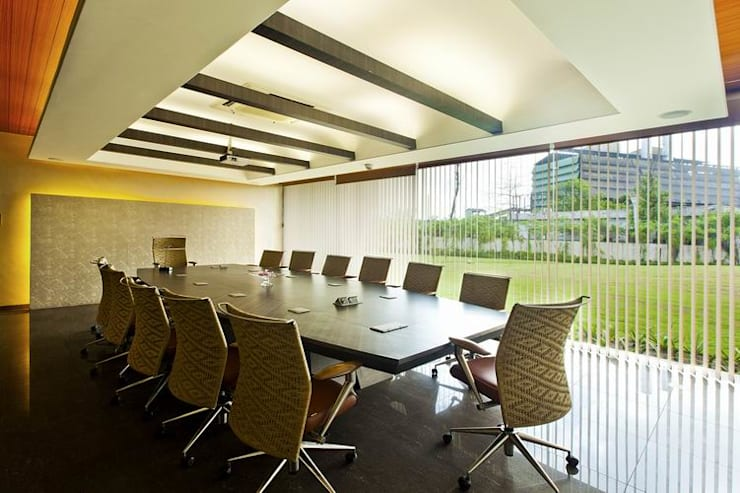 Conference Room:  Office buildings by Studio - Architect Rajesh Patel Consultants P. Ltd