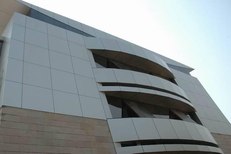 by Studio - Architect Rajesh Patel Consultants P. Ltd Сучасний