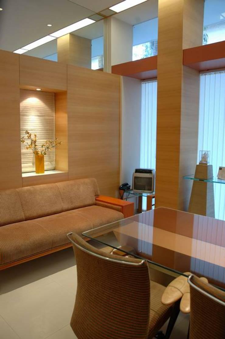 MD Cabin:  Commercial Spaces by Studio - Architect Rajesh Patel Consultants P. Ltd