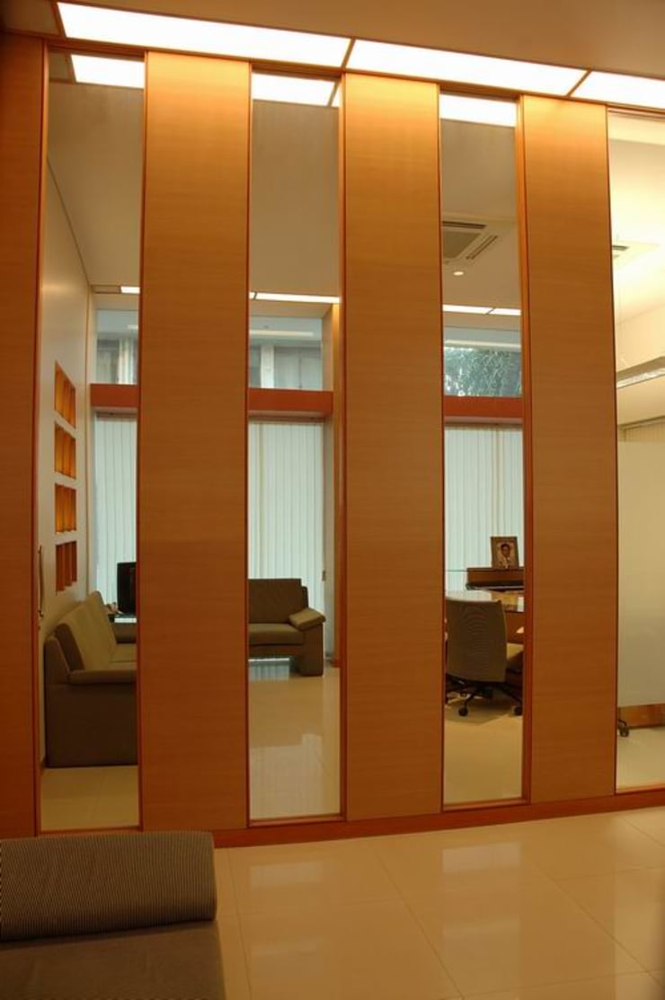 Wall Elevation:  Commercial Spaces by Studio - Architect Rajesh Patel Consultants P. Ltd