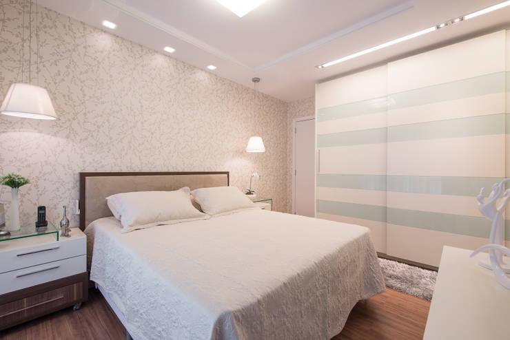 Projekty,  Sypialnia zaprojektowane przez Factus Arquitetura Planejamento Interiores