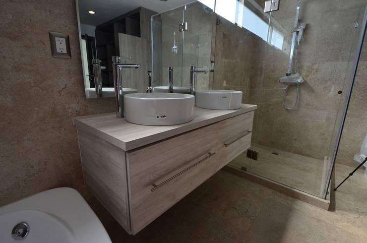 浴室 by SANTOSA Tecnología en Carpintería