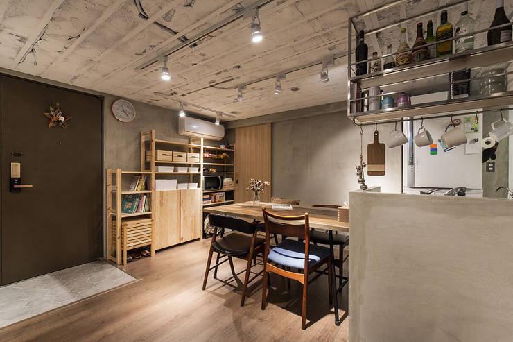 大直-溫馨質樸宅:  餐廳 by Z+SQUARE DESIGN / 正工設計