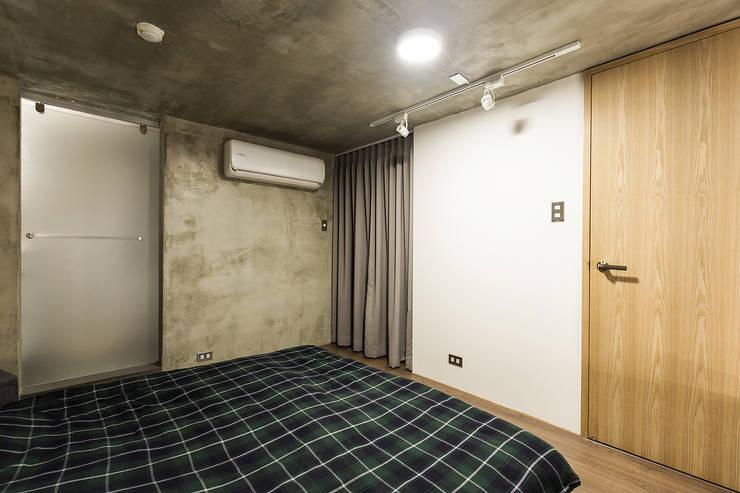 大直-溫馨質樸宅:  臥室 by Z+SQUARE DESIGN / 正工設計