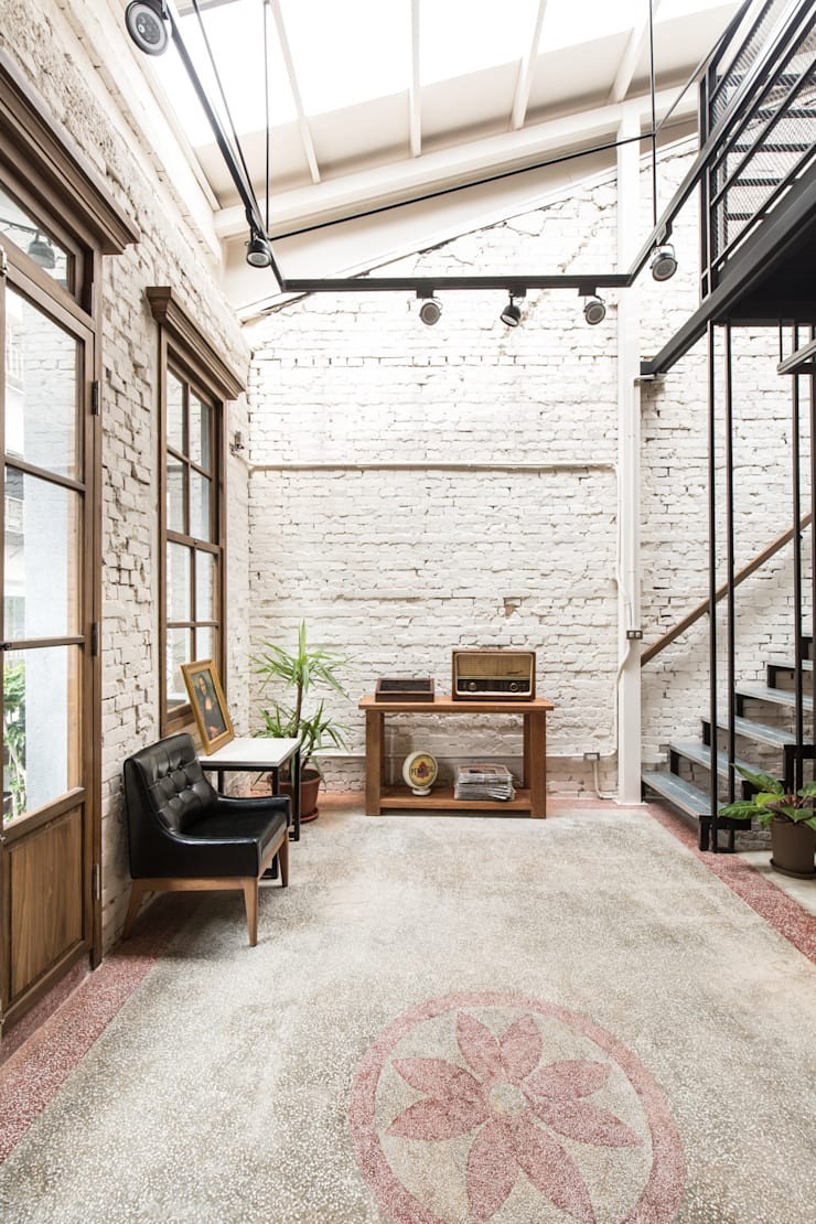 Commercial Spaces by Z+SQUARE DESIGN / 正工設計