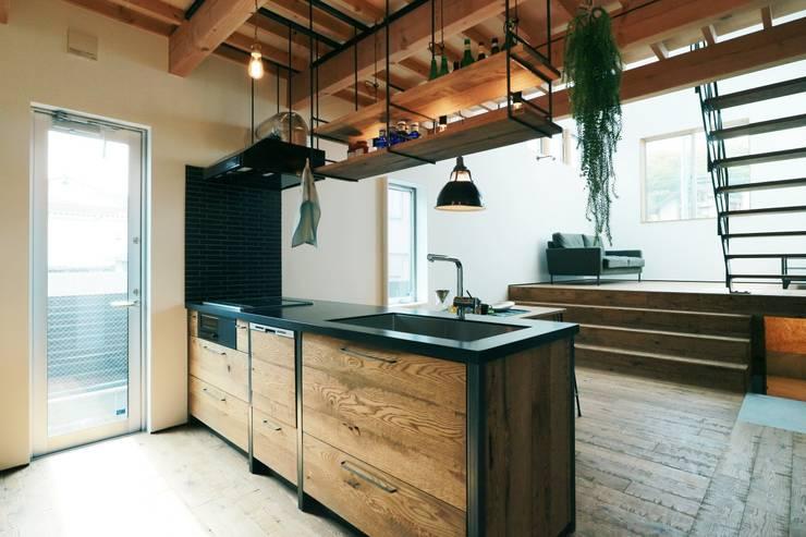 ほどよく自然体でかっこよく暮す家「BROOKLYN HOUSE」: オレンジハウスが手掛けたキッチンです。