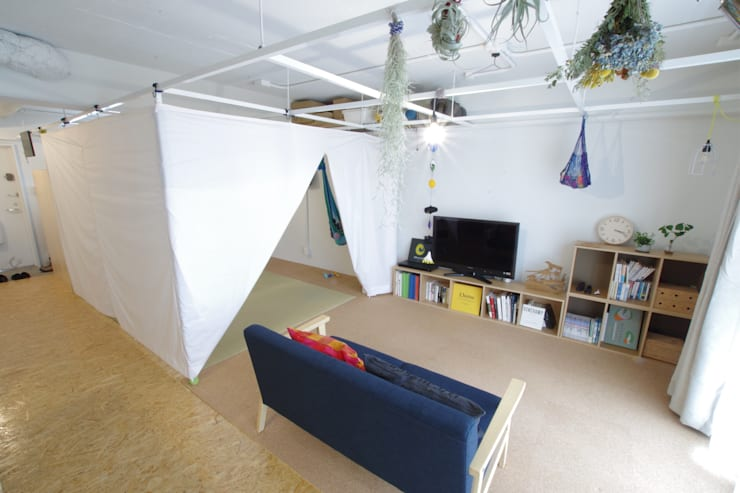 Grid House: ピークスタジオ一級建築士事務所が手掛けた寝室です。,オリジナル