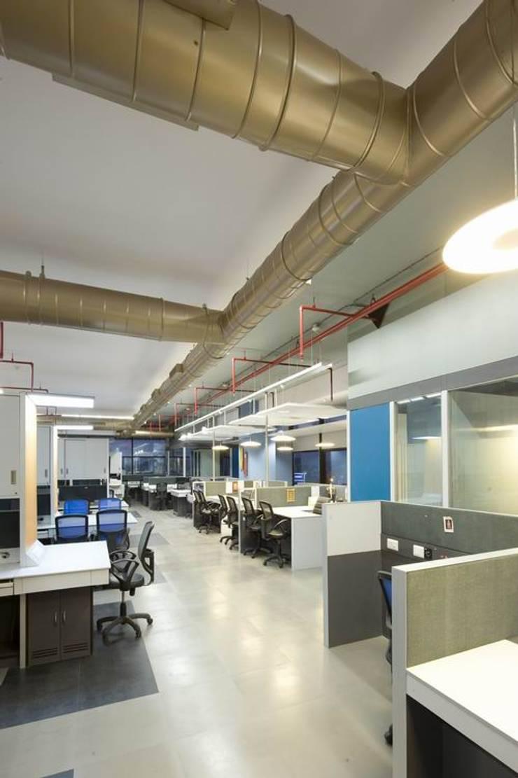 Office Spaces:  Commercial Spaces by Studio - Architect Rajesh Patel Consultants P. Ltd