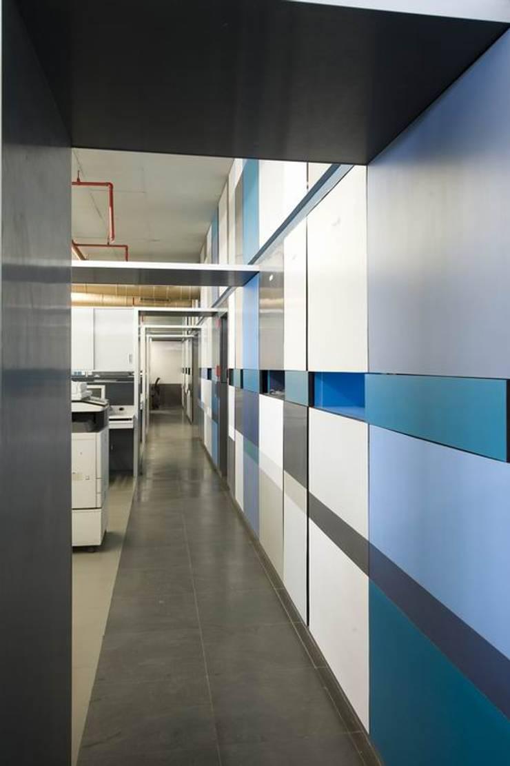 Passage:  Commercial Spaces by Studio - Architect Rajesh Patel Consultants P. Ltd